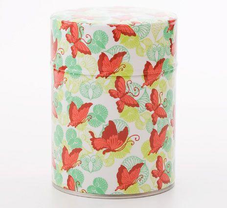 Boîte à thé papillons sur fond blanc