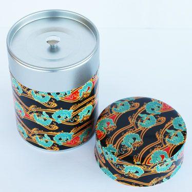 La boîte à thé avec le premier couvercle à côté